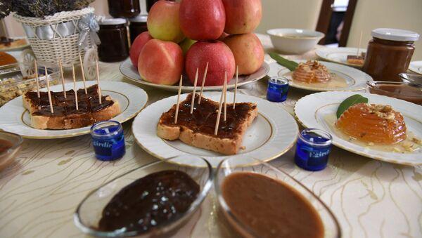 Ispartalı kadınlar, ekmeğe sürülebilen elma üretti: Şokelma - Sputnik Türkiye