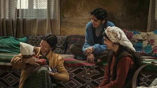 Emin Alper'in yönettiği Kız Kardeşler'den bir sahne - Sputnik Türkiye