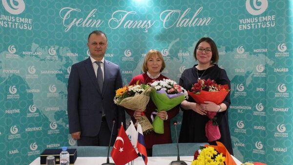 Moskova'da Halide Edip Adıvar ve Dede Korkut Hikayeleri hakkında kitaplar tanıtıldı - Sputnik Türkiye