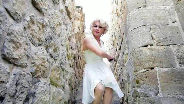 Marilyn Monroe'ya benzerliğiyle üne kavuşan 44 yaşındaki Melek Akarmut - Sputnik Türkiye