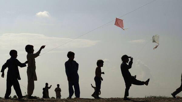 Pakistan'da uçurtma uçuran çocuklar - Sputnik Türkiye