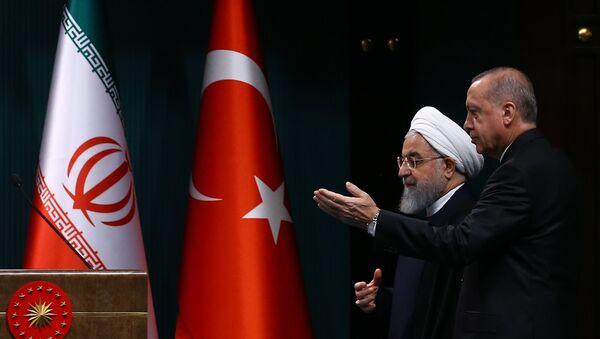 İran Cumhurbaşkanı Hasan Ruhani ile Türkiye Cumhurbaşkanı Recep Tayyip Erdoğan - Sputnik Türkiye