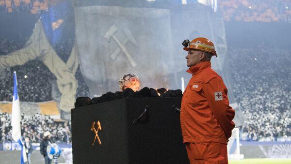 Schalke, 2 bin madenciyi tribünde ağırladı - Sputnik Türkiye