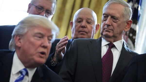 ABD Başkanı Donald Trump ve Savunma Bakanı James Mattis - Sputnik Türkiye