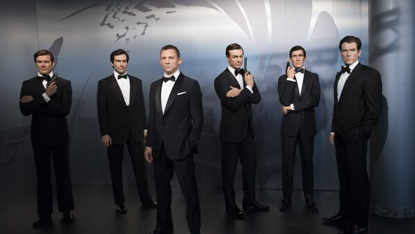 James Bond serisinde, Bond karakterini canlandıran oyuncuların balmumu heykelleri - Sputnik Türkiye