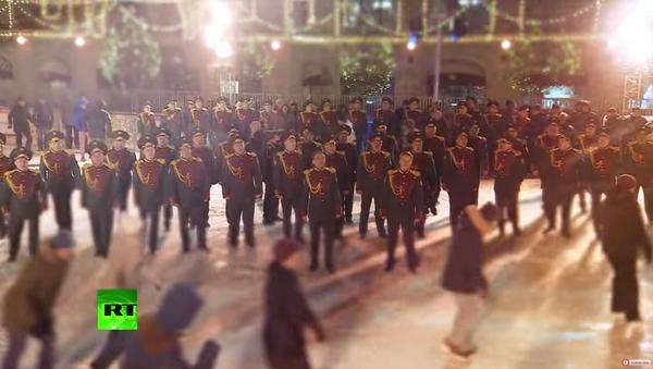 Rusya'nın terör ve organize suçlarla mücadele polisleri olan Ulusal Muhafızlar Noel için İngiliz şarkıcı George Michael'ın 1984 tarihli 'Last Christmas' şarkısını yorumladı. - Sputnik Türkiye
