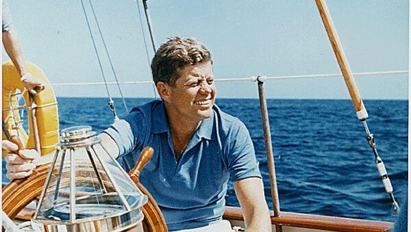 President John F. Kennedy goes sailing - Sputnik Türkiye