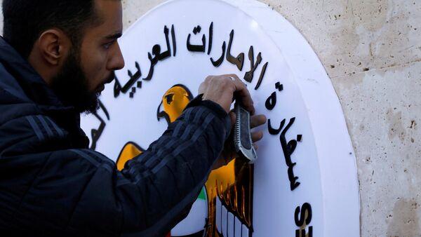 Şm Büyükelçiliği'ndeki BAE amblemi özenle yerleştirildi. - Sputnik Türkiye