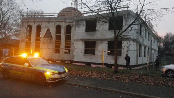 Almanya'nın Duisburg kentinde inşaatı devam eden bir camiye hakaret içerikli yazılar yazıldı. - Sputnik Türkiye