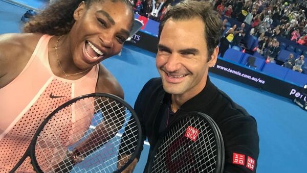 Hopman Kupası'nda İsviçre ile ABD arasındaki karışık çiftler maçı sayesinde Roger Federer ile Serena Williams kortta birbirine karşı ilk kez mücadele verdi. - Sputnik Türkiye
