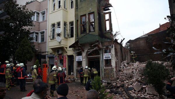 Yedikule'de çöken binanın enkazında iki kişinin cesedine ulaşıldı - Sputnik Türkiye
