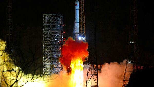 Çin uzay aracı, Ay'ın karanlık yüzüne başarı ile iniş yaptı - Çang'ı-4 - Sputnik Türkiye