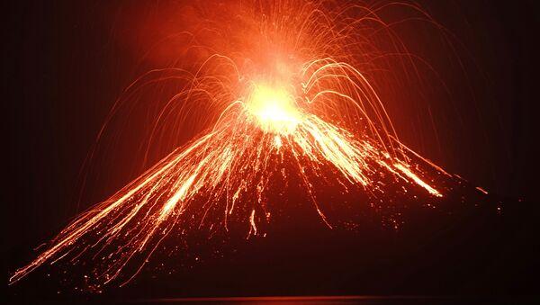Anak Krakatau Yanardağı - Endonezya - Sputnik Türkiye