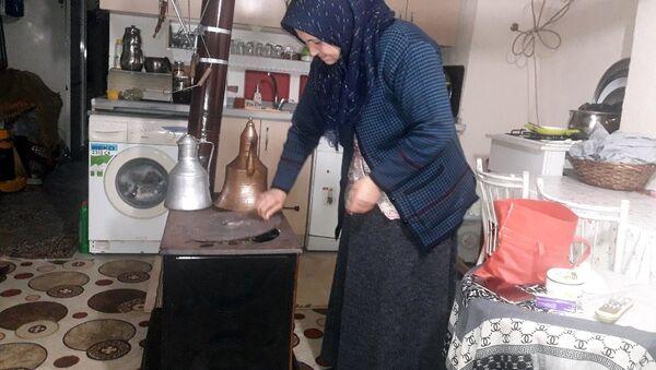 Boş çikolata kutusu aldı diye tazminatsız işten çıkartılan Emine Arık - Sputnik Türkiye