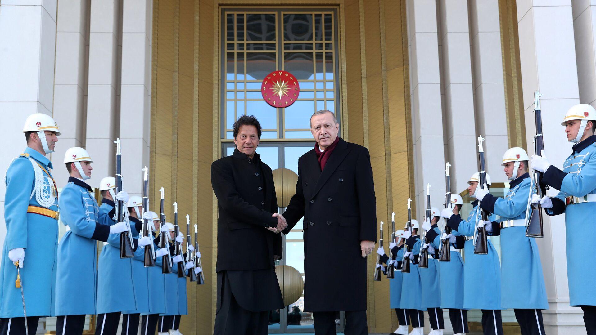Türkiye Cumhurbaşkanı Recep Tayyip Erdoğan ve Pakistan Başbakanı İmran Han - Sputnik Türkiye, 1920, 12.05.2021