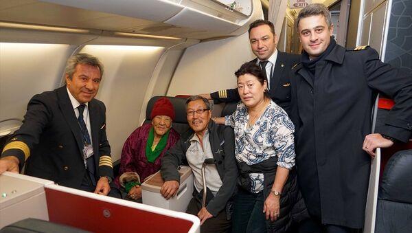 Türk Hava Yolları (THY), tarihinin en yaşlı yolcusu olan 102 yaşındaki Nepalli Ang Phurba Sherpini - Sputnik Türkiye