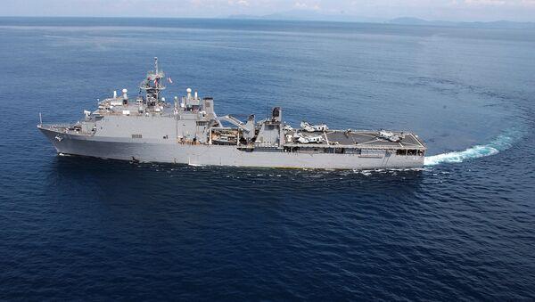 ABD çıkarma gemisi USS Fort McHenry (LSD 43) - Sputnik Türkiye