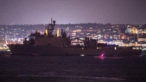 ABD Deniz Kuvvetleri'ne ait 186 metre uzunluğunda ki, USS Fort McHenry (LSD-43) adlı savaş gemisi, İstanbul Boğazı'ndan geçerek Karadeniz'e açıldı.   - Sputnik Türkiye