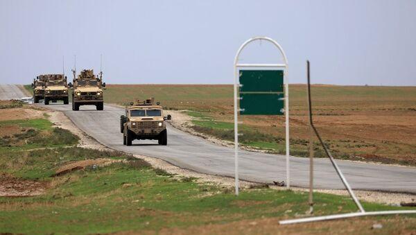 Suriye'nin kuzeyinde ABD birlikleri Türkiye sınırına yakın devriye geziyor –  Haseke, Suriye - Sputnik Türkiye