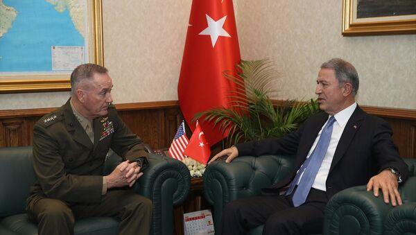 ABD Genelkurmay Başkanı Orgeneral Joseph Dunford-Milli Savunma Bakanı Hulusi Akar - Sputnik Türkiye