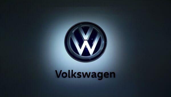 The logo of German carmaker Volkswagen (VW) is pictured at the company's head quarters on November 22, 2016 in Wolfsburg, northern Germany.  - Sputnik Türkiye