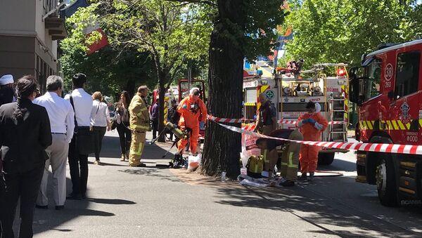 Avustralya'daki acil durum ekipleri Melbourne'de Hindistan ve Fransa temsilciliklerinin bulunduğu sokakta önlem alıyor. - Sputnik Türkiye