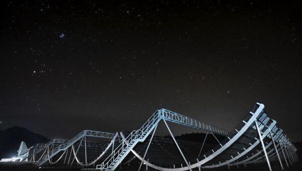 CHIME (Kanada Hidrojen Yoğunluğu Haritalama Deneyi) isimli interferometrik radyo teleskobu - Sputnik Türkiye