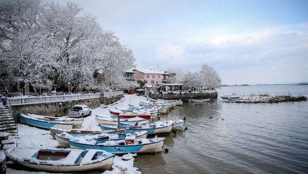 Japon Seyahat Acentaları Birliği (JATA) tarafından Avrupa'nın en güzel 30 kasabası arasında gösterilen, yağışların fazla olduğu dönemlerde göl suyunun yükselip evlerin önüne kadar gelmesi dolayısıyla Küçük Venedik olarak nitelendirilen yarımada üzerine kurulu mahalle, ilkbahar ve yaz aylarında daha fazla ziyaretçi ağırlasa da kışın da beyaz örtüsüyle görsel şölen sunuyor. - Sputnik Türkiye