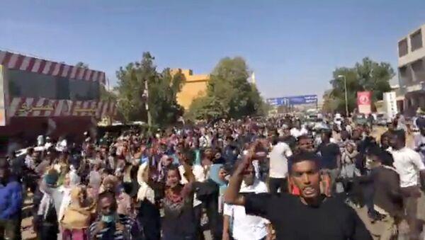 Sudan'daki 'ekmek protestoları'na katılan göstericiler - Sputnik Türkiye