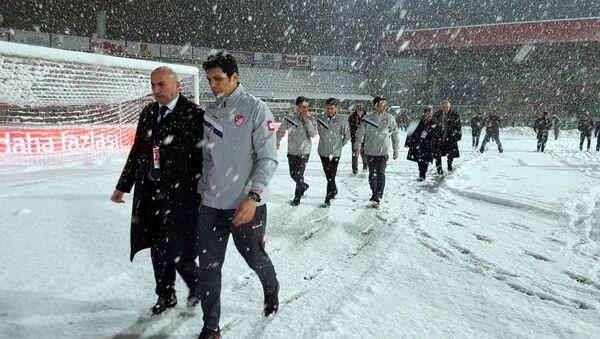 Boluspor-Galatasaray karşılaşması yoğun kar yağışı nedeniyle ertelendi - Sputnik Türkiye