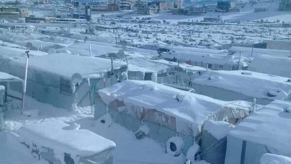Lübnan'daki kar fırtınasında tamamen kar altında kalan Suriyeli mülteci kampı - Sputnik Türkiye