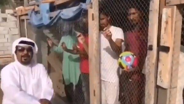 Çalışanlarını kafese kapatan patron - Sputnik Türkiye
