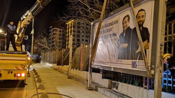 Kadıköy Belediyes, billboardlar söküldü - Sputnik Türkiye