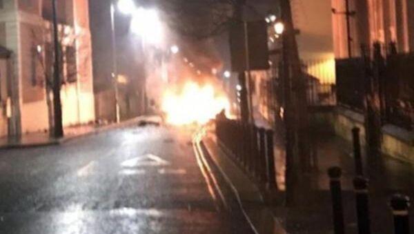 Kuzey İrlanda'da bomba yüklü araç infilak etti - Sputnik Türkiye