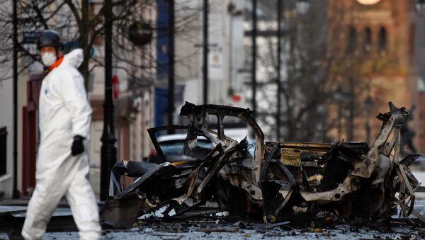 Kuzey İrlanda'nın Londonderry kentinde bombayla havaya uçurulan araçla ilgili 4 kişi gözaltına alınırken Yeni IRA'dan şüpheleniliyor. - Sputnik Türkiye