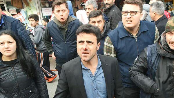 Seyyar satıcı, zabıtanın burnunu kırdı: 'Gereken neyse devlet gücünü gösterip yapacak' - Sputnik Türkiye