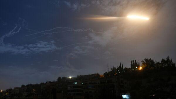 Suriye'nin başkenti Şam'da İsrail'in 21 Ocak'taki füze saldırısı - Sputnik Türkiye
