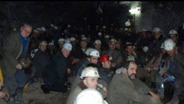 Kosova'daki Trepça Maden Ocağı'nda mahsur kalan işçiler - Sputnik Türkiye
