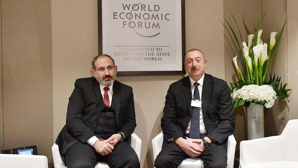 Azerbaycan Cumhurbaşkanı Aliyev, Ermenistan Başbakanı Paşinyan ile Davos'ta görüştü - Sputnik Türkiye