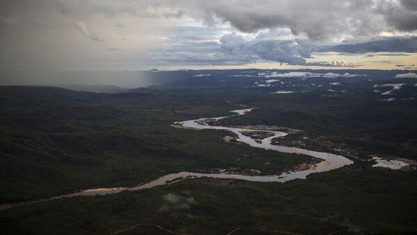 In this Nov. 18, 2015 photo, the Jequitinhonha River snakes across the landscape near Areinha, Minas Gerais state, Brazil. - Sputnik Türkiye