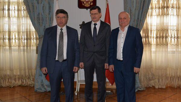 Zalimhan Hangereyev -Başkonsolos Podyelışev- Canbolat Magomedov - Sputnik Türkiye