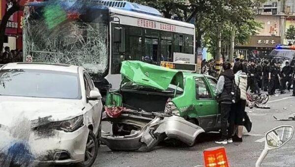 Çin Fujian'da gerçekleşen otobüs kaçırma olayı - Sputnik Türkiye
