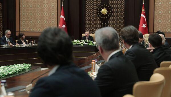 Erdoğan ile sinemacıların buluşmasından: Başkanlık sistemini son 2 haftada idrak ettik, artık ayrılık gayrılık olmaz - Sputnik Türkiye