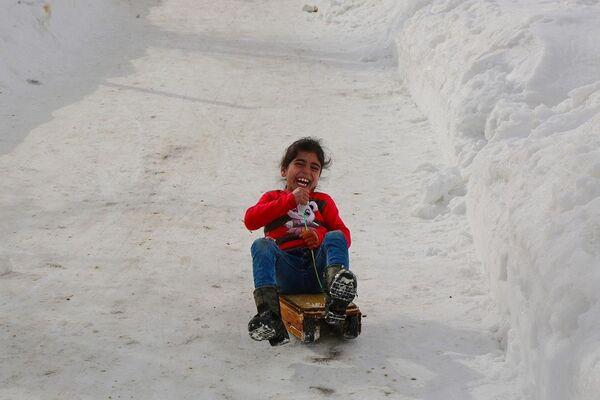 Çocukların kayak yapma keyfi - Sputnik Türkiye