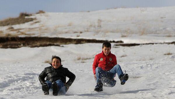 Çocukların kayak keyfi - Sputnik Türkiye
