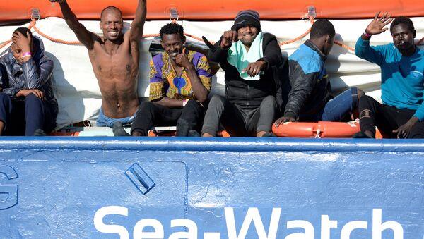 İtalya 12 gündür denizde bekletilen 47 göçmen - Sputnik Türkiye