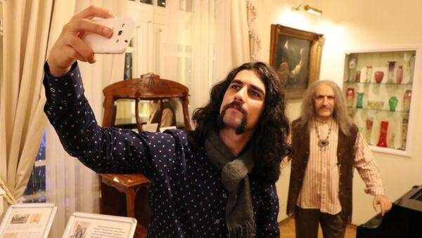 Barış Manço'nun ölüm yıl dönümünde evine ziyaretçi akını - Sputnik Türkiye