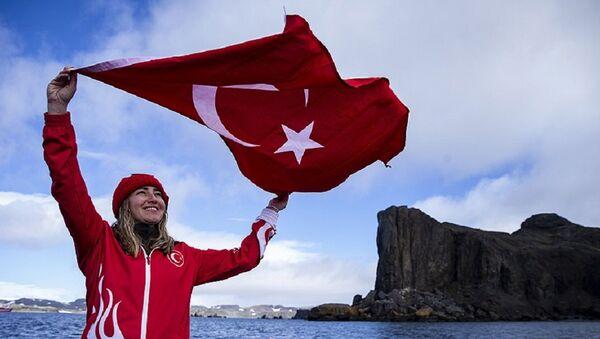Antarktika'da tüpsüz dalan ilk kadın sporcu: Şahika Ercümen - Sputnik Türkiye