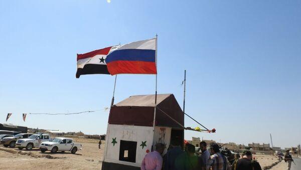Suriye ve Rusya bayrakları - Sputnik Türkiye