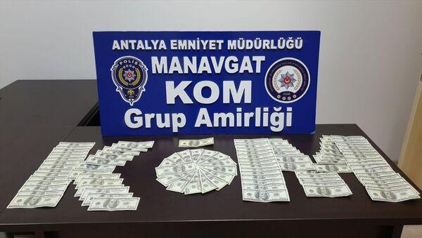 Antalya'nın Manavgat ilçesinde, piyasaya sahte para sürmeye çalıştığı öne sürülen yabancı uyruklu iki şüpheli tutuklandı. - Sputnik Türkiye